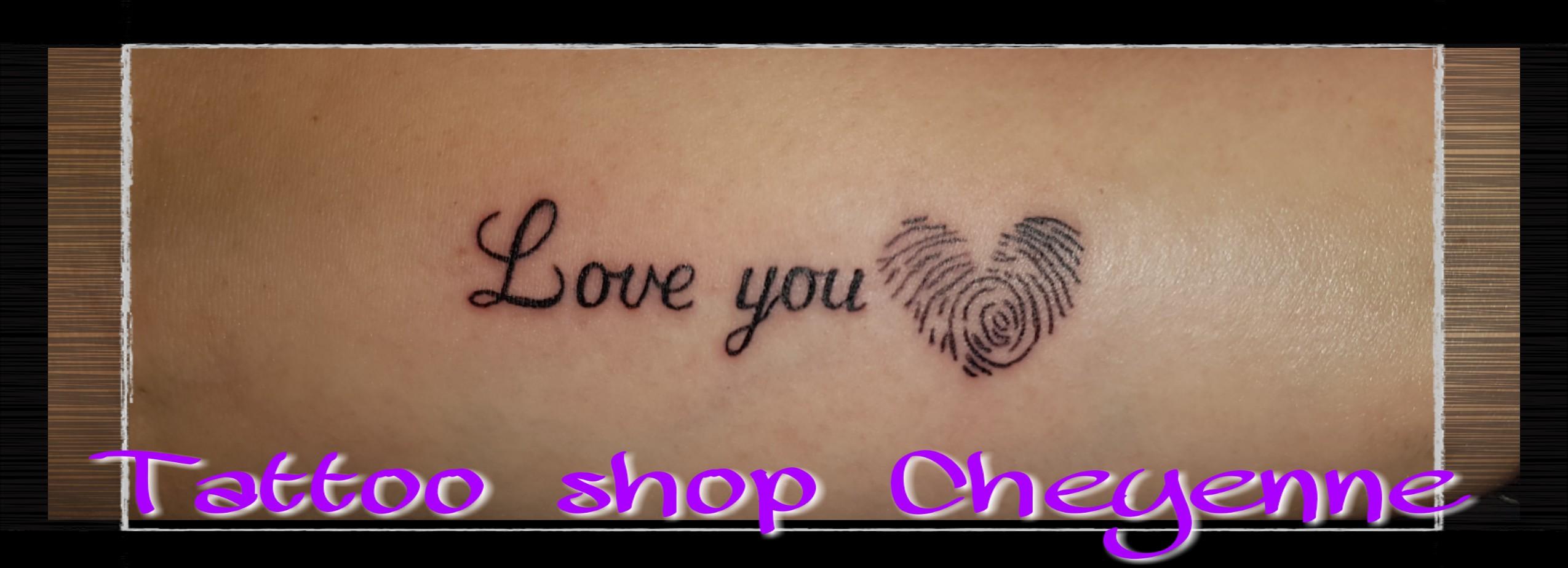 Zwart En Schaduw Tatoeage Piercing Ontwerp Tattoo Shop